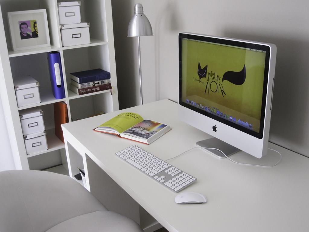 meja kerja minimalis warna putih